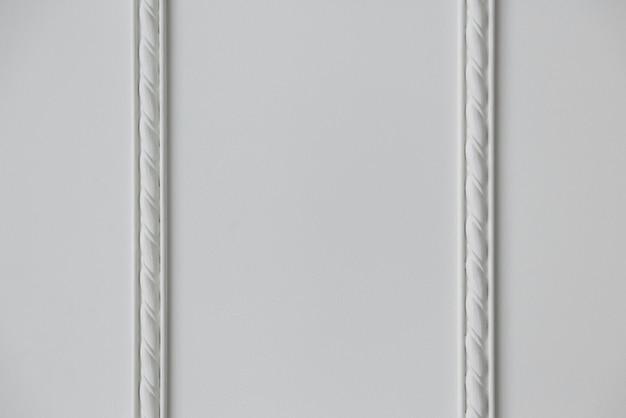 Due strisce di fondo di modanatura in stucco goffrato