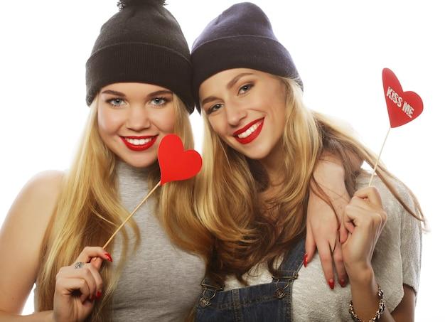 Due ragazze alla moda sexy hipster migliori amiche pronte per la festa