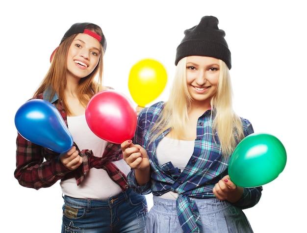 Due ragazze alla moda sexy hipster