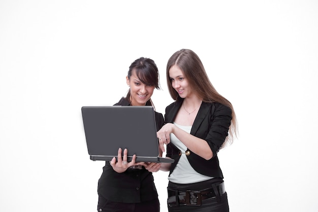 Due dipendenti di successo guardando lo schermo del laptop. foto con spazio di copia.