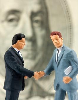 Due imprenditori di handshake di successo