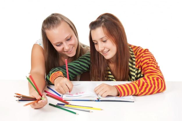 Una vernice di due adolescenti isolata su bianco