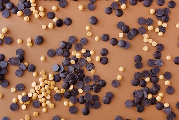 Due tipi di cioccolato di copertura.