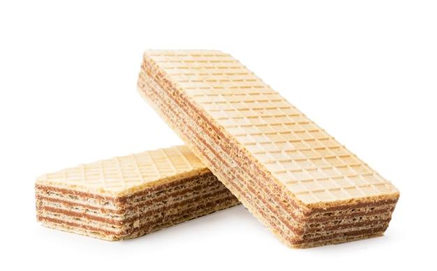 Primo piano di due biscotti della cialda su una priorità bassa bianca
