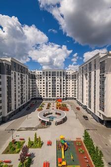 Tipico edificio di appartamenti nuovo di zecca a chisinau moldova