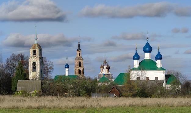 Chiese tipiche nella regione di yaroslavl in russia
