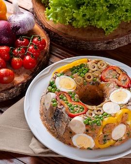 Piatto tipico della cucina brasiliana chiamato cuscuz paulista
