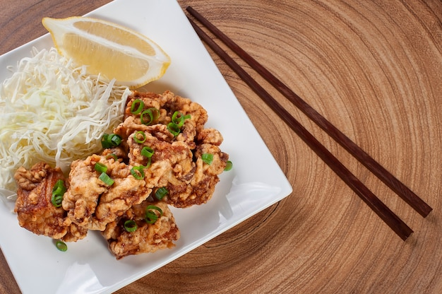 Pollo fritto giapponese tipico chiamato karaage