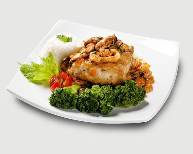 Piatto tipico portoghese chiamato bacalhau do porto