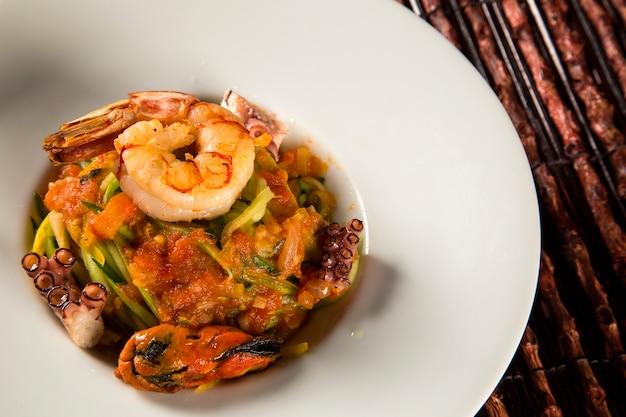 Piatto tipico siciliano di linguine ai frutti di mare