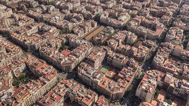 Tipici quartieri quadrati di barcellona. vista aerea