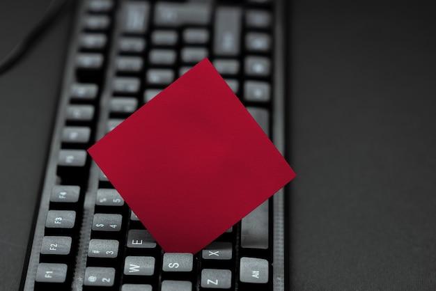 Digitazione di vecchie note computer, astratto creazione di un romanzo emotivo, navigazione in internet acquisti, raccolta di informazioni idee, imparare cose nuove, diffondere la presenza aziendale