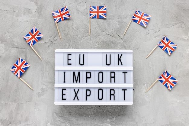 Bandiere del regno unito e testo esportazione di importazione dell'ue nel regno unito Foto Premium
