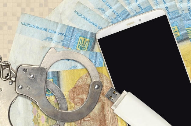 Fatture di grivna ucraina e smartphone con le manette della polizia