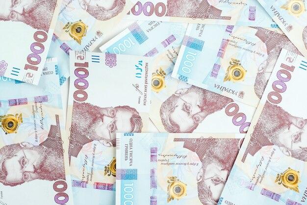 Sfondo di denaro ucraino. 1000 banconote di grivna. inflazione ucraina e crisi economica.