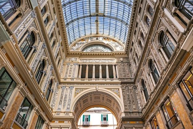 Galleria umberto i nella città di napoli, italia