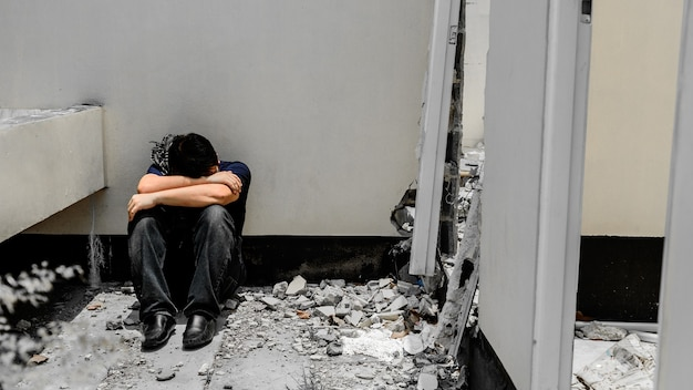 Disoccupazione e problema di salute mentale. disturbo da stress post-traumatico (ptsd). rassegna e stressante. perdita di posti di lavoro del virus corona in asia. problemi economici per i lavoratori.