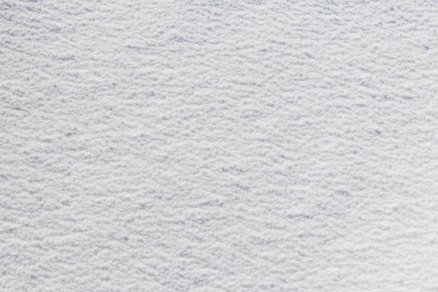 Manto nevoso uniforme. struttura della neve su un appezzamento di terreno pianeggiante Foto Premium