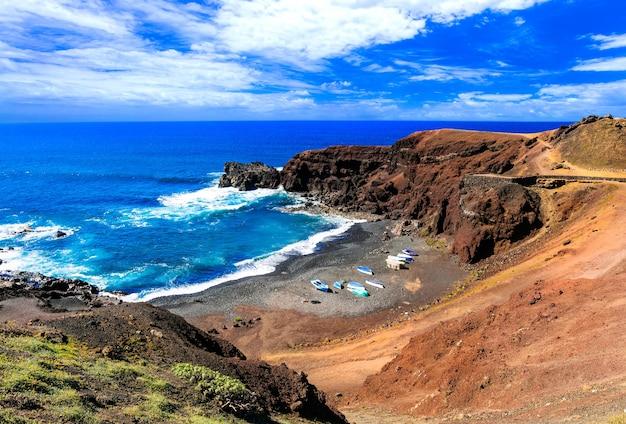 Spiagge colorate uniche della lanzarote vulcanica. isole canarie