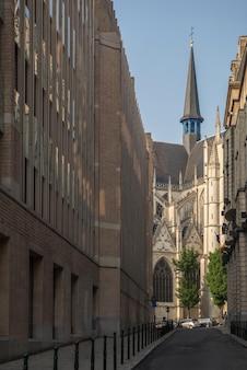 Una vista unica di una delle chiese di bruxelles