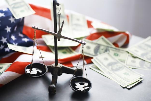 Legge degli stati uniti, bilancia della giustizia e bandiera americana. concetto. soldi.