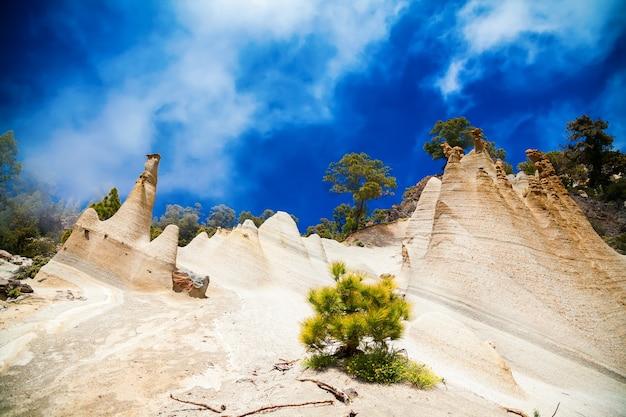 Paesaggio insolito di paisaje lunar con grande erosione a tenerife, isole canarie, spagna