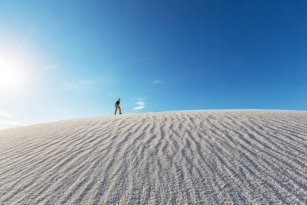 Insolite dune di sabbia bianca a white sands national monument, nuovo messico, stati uniti d'america