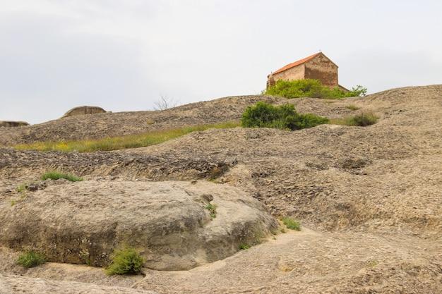 Uplistsulis eklesia (chiesa del principe) nell'antica città rupestre di uplistsikhe, vicino a gori, georgia