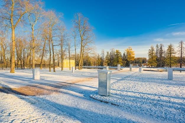 Padiglione superiore del bagno nel parco di caterina, sobborgo di tsarskoye selo (pushkin) di san pietroburgo. russia.