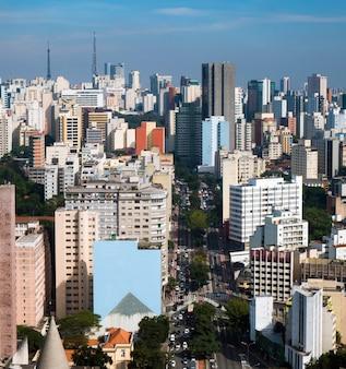 Scena urbana verticale dell'orizzonte di paesaggio urbano di sao paulo brasile.
