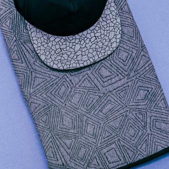Stile urbano. berretto e maglione alla moda. Foto Premium