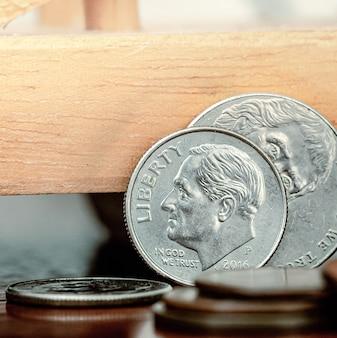 Monete statunitensi in macrofotografia per il concetto di economia e finanza