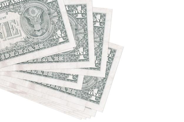 Fatture del dollaro degli stati uniti che risiedono nel piccolo mazzo sulla superficie bianca
