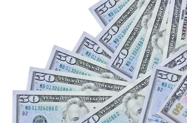 Le fatture dei dollari usa si trovano in un ordine diverso isolato su bianco
