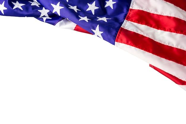 Usa o bandiera americana isolata su fondo bianco con il percorso di ritaglio