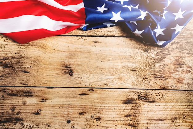 Bandiera degli stati uniti, bandiera dell'america su fondo di legno con lo spazio della copia