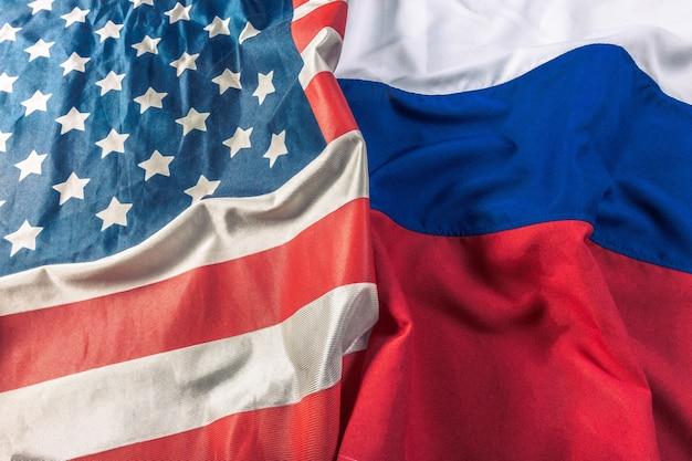 Bandiera usa e bandiera della russia