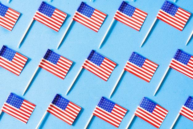 Modello di bandiere usa su sfondo blu