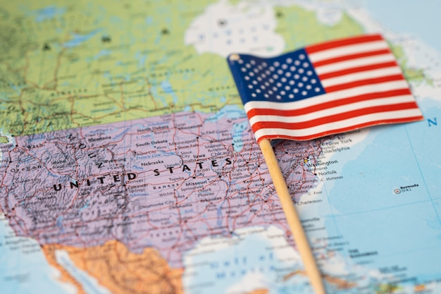Bandiera usa stati uniti d'america sulla mappa del mondo.
