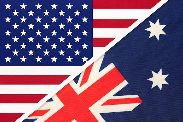 Bandiera nazionale usa vs australia dal tessuto. rapporto tra paesi americani e oceanici.