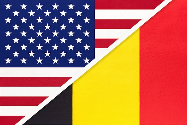 Bandiera nazionale usa vs belgio dal tessuto. rapporto tra paesi americani ed europei.