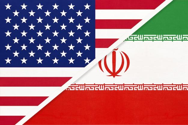 Bandiera nazionale usa vs repubblica islamica dell'iran dal tessile. rapporto tra due paesi americani e asiatici.