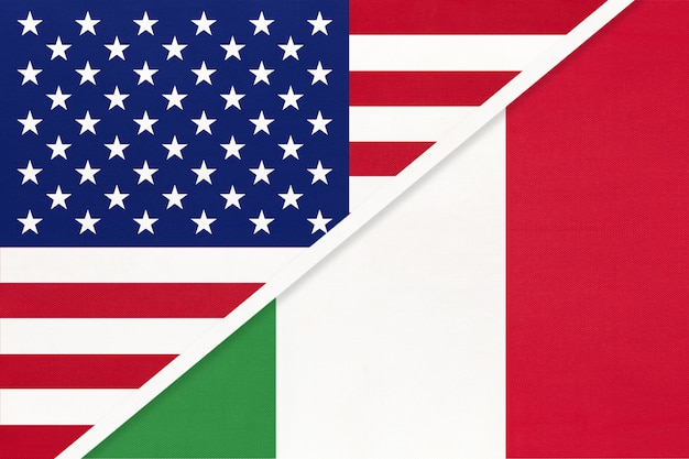 Bandiera nazionale usa vs italia dal tessile. rapporto tra paesi americani ed europei.