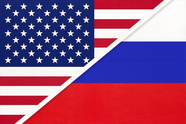 Bandiera nazionale usa vs russia dal tessile. rapporto tra paesi americani ed europei.