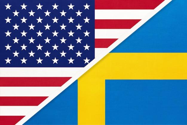 Bandiera nazionale usa vs svezia in tessuto. rapporto tra paesi americani ed europei.