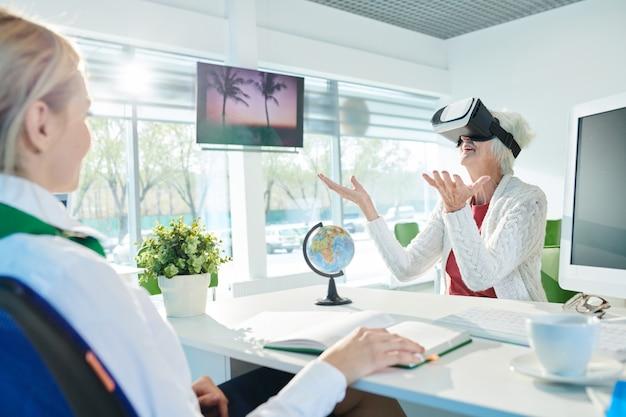 Utilizzo degli occhiali vr per la visualizzazione del tour di viaggio