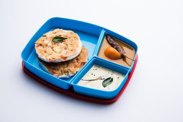 Chutney di sambar uttapam o uthappam in scatola per il pranzo o tiffin
