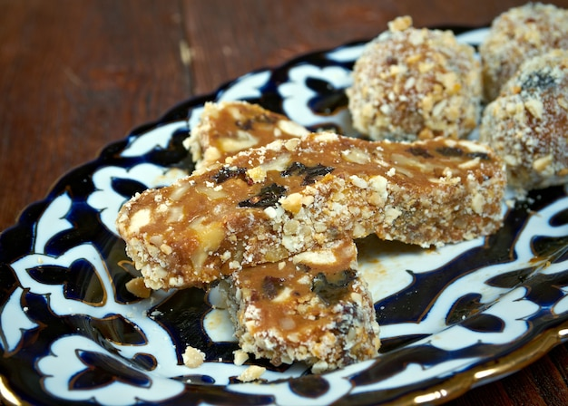 Cucina uzbeka - gustoso sorbetto con noci