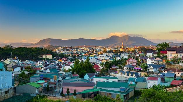 V da lat al tramonto la città dell'eterna primavera fiorisce l'amore e il caffè, bella destinazione turistica negli altopiani centrali del vietnam