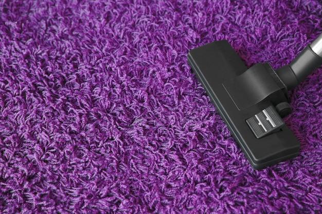 Aspirapolvere sul tappeto